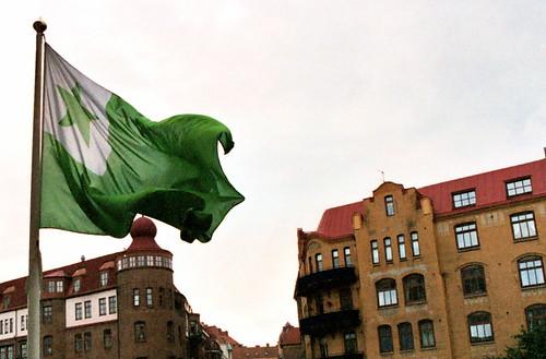 The traditional Esperanto flag flying outside the 2003 World Esperanto Congress in Göteberg, Sweden.