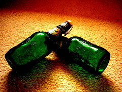 Dndole duro al vidrio (wakalani) Tags: old verde green beer bottle cerveza olympus nostalgia antigua dos vistas recuerdos par botella 1964 bebida greenglass fashioned vidrioverde rememberings olympusfe120 wakalani masvistas utatafeature
