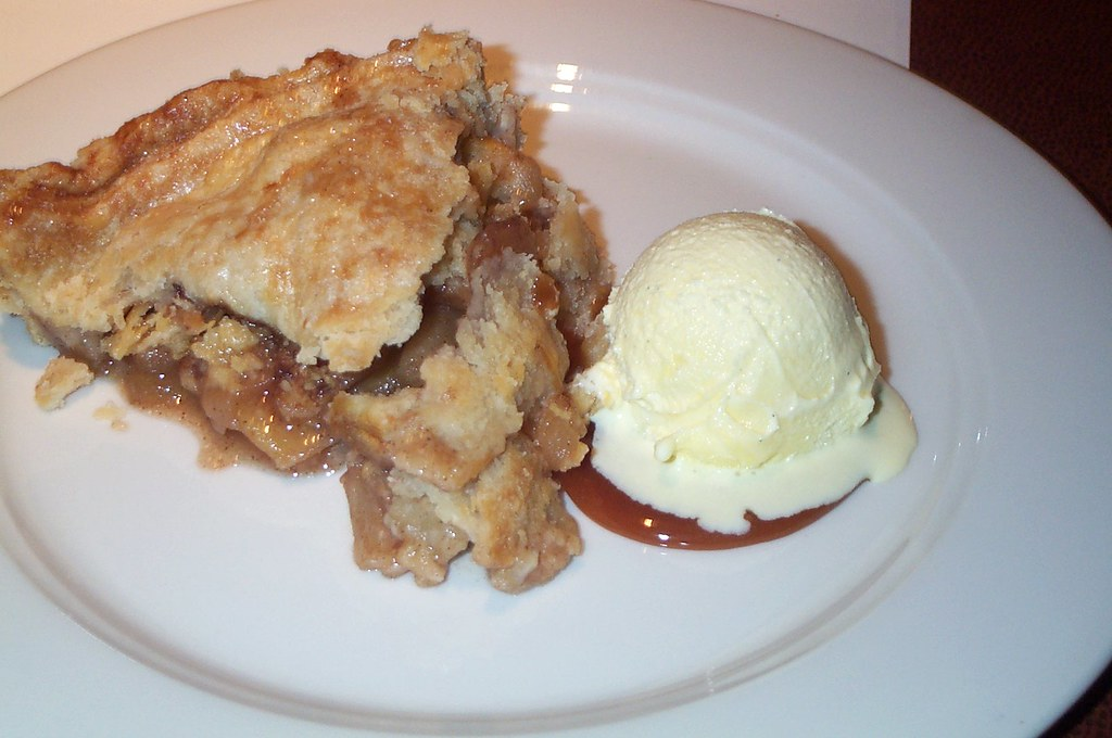 apple pie with lard crust by stu_spivack, on Flickr