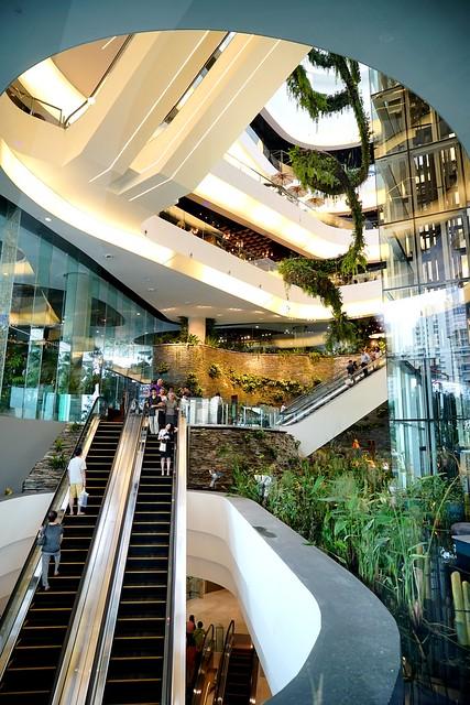 【泰國,曼谷】初訪三月份新開幕的購物中心 The EmQuartier;綠意盎然宛如走進公園,還有泰國設計師品牌專區,讓人輕鬆看見泰國設計的魅力與活力。