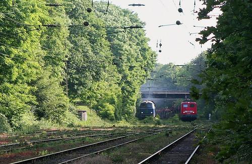 14.06.2005 Duisburg Abz Lotharstrasse NIAG8 Richtung Hochfeld und DB 140 080 mit Gz Richtung Ratingen