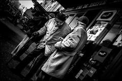 As de trèfle (vedebe) Tags: noiretblanc netb nb bw monochrome rue street ville city urbain humain people