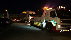 Volvo FM 12 Recovering Artic At Night (JAMES2039) Tags: volvo fm12 tow towtruck truck lorry wrecker heavy underlift heavyunderlift 6wheeler frontsuspend ca02tow cardiff rescue breakdown night ask askrecovery recovery renault premium artic trailer