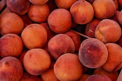 Perzik - Peach - Explored (eric zijn fotoos) Tags: eten fruit makro nikond7100 nikkor40mmmicrof28 griekenland macro food detail markt market greece explore explored