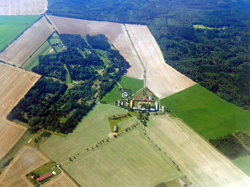 Flying over Czechia, 2016 Aug 26 -- photo 4