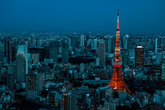 Tokyo tower from Mori tower (Aicbon) Tags: verde tokyotower torredetokyo torre tower tokyo tokio city ciudad vistas views urban luces night noche nocturna orange blue capital asia japan japon japo nippon moritower ropponguihills roppongi