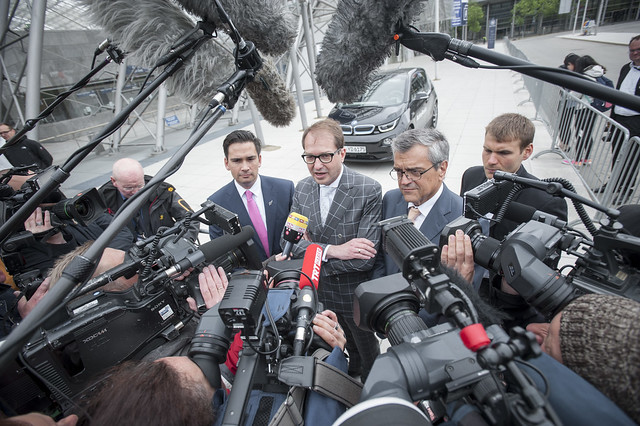 Simon Bridges, Alexander Dobrindt and José Viegas arrive to media at the Summit