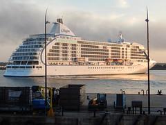 Seven Seas Voyager (Gareth Garbutt) Tags: sevenseasvoyager rivermersey