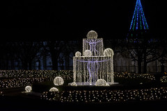 CW313 Longwood Gardens Christmas Lights (listentoreason) Tags: usa night america canon unitedstates pennsylvania scenic favorites places longwoodgardens ef28135mmf3556isusm holidaylighting score30