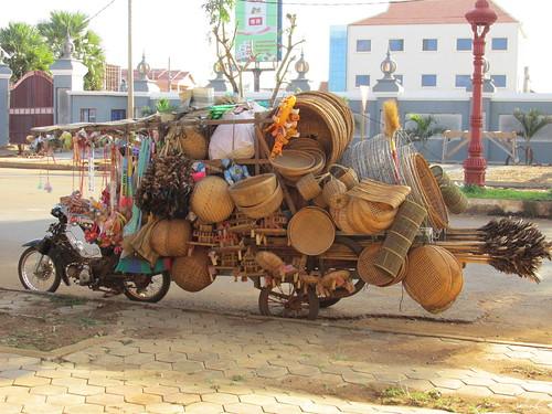 Tout ça sur une mobylette! Phnom Penh, Cambodge