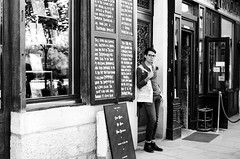 Moi - Librairie Shakespeare and Company, Paris (Ludovic Macioszczyk Photography) Tags: world life street camera light 2 summer 6 3 paris france art film monochrome analog self 35mm vintage naked lunch outside photography 1 vacances photo juin nikon exposure shoot peace photographie kodak lumire 5 library trix 4 picture 7 8 9 shakespeare books moi william burroughs scan m iso company photographs 400 keep alive capitale 135 t rue fm fr extrieur contrasts livres ville argentique appareil ludo librairie ludovic ngatif 2015 pellicule ludos dveloppement macioszczyk
