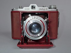 Taisei Kki  Welmy L in rare red version (heritagefutures) Tags: camera red lady with version special f45 shutter l six edition folder rare sn leatherette postwar 75mm bellow fitted taisei welmy 49672 50538 terionar kki