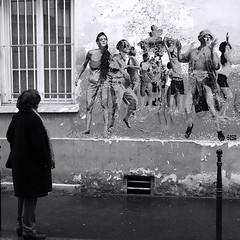 Vous chantiez, j'en suis fort aise, et bien dansez maintenant ! (_ Adèle _) Tags: paris rue streetart mur collage fête danse nb bw blackandwhite fable lafontaine cigale fourmi allusion actualité etatsunis métaphore