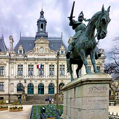 Vannes, Bretagne, France (pom.angers) Tags: panasonicdmctz30 2016 may vannes morbihan 56 bretagne france europeanunion sculpture horse sword knight richemont brittany 100