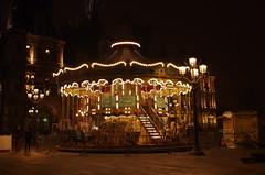 Paris Décembre 2016 - 169 rue de Rivoli devant l'Hôtel de Ville (paspog) Tags: paris france décembre december dezember 2016 nuit night nacht hôteldeville parvis parvisdelhôterldeville manège carrousel merrygoround