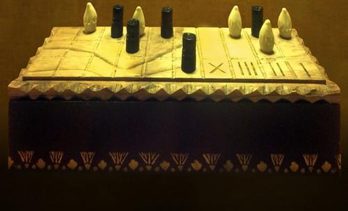 "Senet - Lujoso sistema de objetos lúdicos obsequio del dios Toht a la faraona Nefertari • <a style=""font-size:0.8em;"" href=""http://www.flickr.com/photos/30735181@N00/32521949125/"" target=""_blank"">View on Flickr</a>"