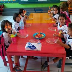 kegiatan-tengah-semester-1-menusuk-buah-sesuai-dengan-pola-warnanya (1)