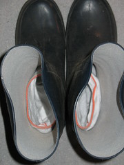 socks in wellies (yvonne_2.0) Tags: socks worn wellies galoshes rubberboots soggy gummistiefel wellingtons smelling rainboots wellworn strümpfe