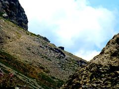 SENTIERO SCENDE E PROSEGUE TRA GHIAIE DI ROCCIA (aldofurlanetto) Tags: roccia sentiero prosegue paolina scende traghiaie