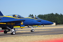 15-07-19 - 40D-A 100-400L_861 (BrandyVSOP) Tags: show blue oregon plane canon flying fighter force or air jets navy jet airshow angels planes l fighters blueangels stunts hilsboro 100400 40d canon40d brandyvsop hillsborrooregon hillsborointernationalairshow 100400l56