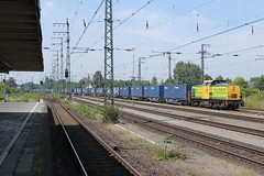 D-loc RF 21(Emmerich 2-8-2015) (Ronnie Venhorst) Tags: road railroad train canon deutschland eos rebel 22 rotterdam feeding diesel v100 outdoor d eisenbahn rail railway zug bahnhof db container railwaystation v vehicle locomotive loc 100 t3 bahn mak trein rf spoor duitsland deutsche 1100 spoorwegen lok treinen 2014 spoorweg diesellok emmerich rrf rf22 dloc 2013 dieseltrein dieselloc goederentrein 1100d materieel containertrein dlok dieselmaterieel eos1100d spoormaterieel eos1100