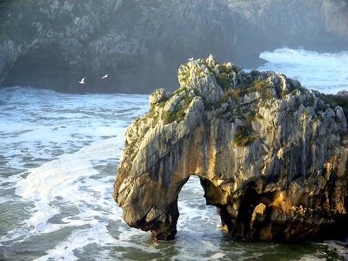 Playa de Cuevas del Mar, Nueva de Llanes, Asturias, España