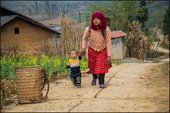 Life.   Dong Van (Claire Pismont) Tags: asie asia viajar voyage village vietnam vietnammars2016 pismont clairepismont documentory dailylife travelphotography colorful couleur color colour child kid veil hàgiang