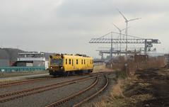 NMBS EM130 @ Meerhout (Peter Van Gestel) Tags: lijn ligne 207 nmbs sncb albert kanaal meerhout nike em 130 meet motor wagen