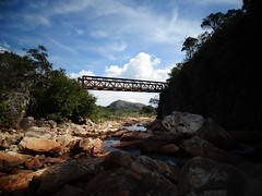 Gouveia/MG/BRA (Maria Lúcia Fernandes) Tags: trekking rio pontilhão céu luz sombra