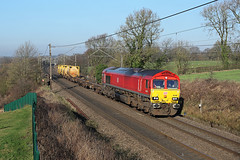 66185 Acton Cliff 20th January 2017 (John Eyres) Tags: 66185 passing acton cliff with 6f62 folly lane arpley via northwich 200117