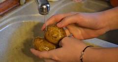 """Die Kartoffel. Die Kartoffeln. Hier werden gerade zwei Kartoffeln unter dem Wasserhahn gewaschen. • <a style=""""font-size:0.8em;"""" href=""""http://www.flickr.com/photos/42554185@N00/31811414394/"""" target=""""_blank"""">View on Flickr</a>"""