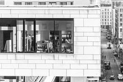 Arbeiten am Abgrund (michael_hamburg69) Tags: hamburg germany deutschland hafencity amkaiserkai photowalkmitmargrit architektur architecture amkaiserkai62 büro office bürogebäude street