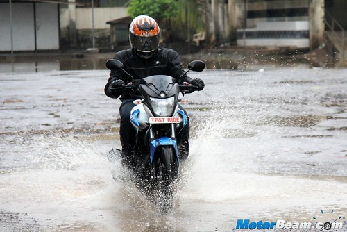 2015-Yamaha-SZ-RR-19