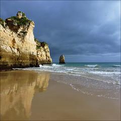 Praia Três Irmãos, Alvor, Portugal (John LaMotte) Tags: playa praia algarve alvor portugal infinitexposure nwn nubes clouds cielo mar reflejos reflections ilustrarportugal