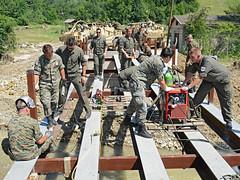 Brückenbau (Bundesheer.Fotos) Tags: army soldiers austrian einsatz bundesheer pioniere