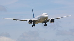 Garuda Indonesia Boeing 777-300 (AMSfreak17) Tags: amsterdam indonesia airport landing boeing approach schiphol runway ams garuda eham 777300 18r pkgid amsfreak17