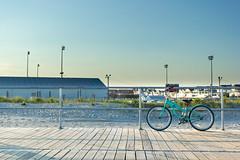 Attente - Waiting (pylacroix) Tags: city summer sky urban bike newjersey ciel promenade boardwalk oceancity t ville vlo urbain 2015