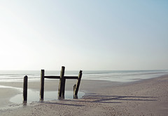 Bracklesham Bay [Explored #28] (Simon Verrall) Tags: brackleshambay westsussex sussex beach horizon sky coast sea seadefence groyne january 2017 medmerry shore