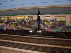 054 (en-ri) Tags: mr rois imr grigio blu rosso lilla nero train torino graffiti writing