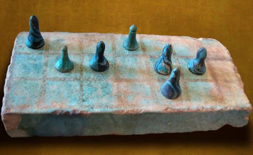 "Senet - Lujoso sistema de objetos lúdicos obsequio del dios Toht a la faraona Nefertari • <a style=""font-size:0.8em;"" href=""http://www.flickr.com/photos/30735181@N00/32399619041/"" target=""_blank"">View on Flickr</a>"