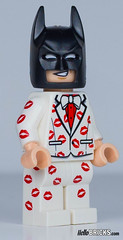 Lego 5004928 - Kiss Kiss Tuxedo Batman (gnaat_lego) Tags: 5004928 batman bisous costard hellobricks keychain lego review tuxedo gnaat jaitestépourvous porteclef