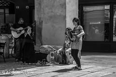 note d'Irlanda a Modena b/n (massimo mazzoni 78) Tags: streets folk modena bnw biancoenero iralanda bnbwblackabdwhite
