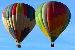 Todos los colores (alfonsocarlospalencia) Tags: colores dos globos segovia san geroteo dueto duo arco iris luz juntos cielo azul gente pájaro pliegues pinares simetría