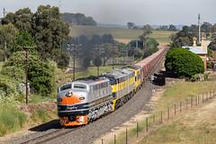 2016-12-04 SSR B61-S317-GM27-GM10-S302 Millthorpe a 8778 (deanoj305) Tags: millthorpe newsouthwales australia au b61 s317 gm27 gm10 s302 8778 main west line nsw ssr southern shorthaul railroad coal train wagon hopper transfer