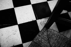 Ici-bas (cactus2016) Tags: abstrait chaises noiretblanc blackandwhite monochrome emptychairs