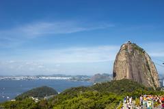 Sugarloaf Mountain, Rio de Janeiro (Larissa Cadorin) Tags: rio nature naturaleza natur naturalgradient colorful mar day lindapaisagem sugarloaf mountain baía guanabara bay mare urca morros litoral brazil brasil