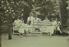 Groepsfoto in tuin