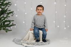 Navidad (Maríah Mena) Tags: navidad christmas mariahmena canon christmastree green portrait baby kid boy