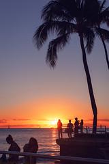 Sunset at the Beach (Shinichiro Hamazaki) Tags: hawaii waikiki waikikibeach ハワイ ワイキキ ワイキキビーチ 海岸 海 ビーチ beach graysbeach sunset 夕暮れ 日暮れ