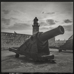 El Morro (*altglas*) Tags: mediumformat mittelformat 6x6 120 film analog expired expiredfilm orwonp20 bw monochrome zeiss superikonta 53316 cuba havana cannon kanone elmorro castello
